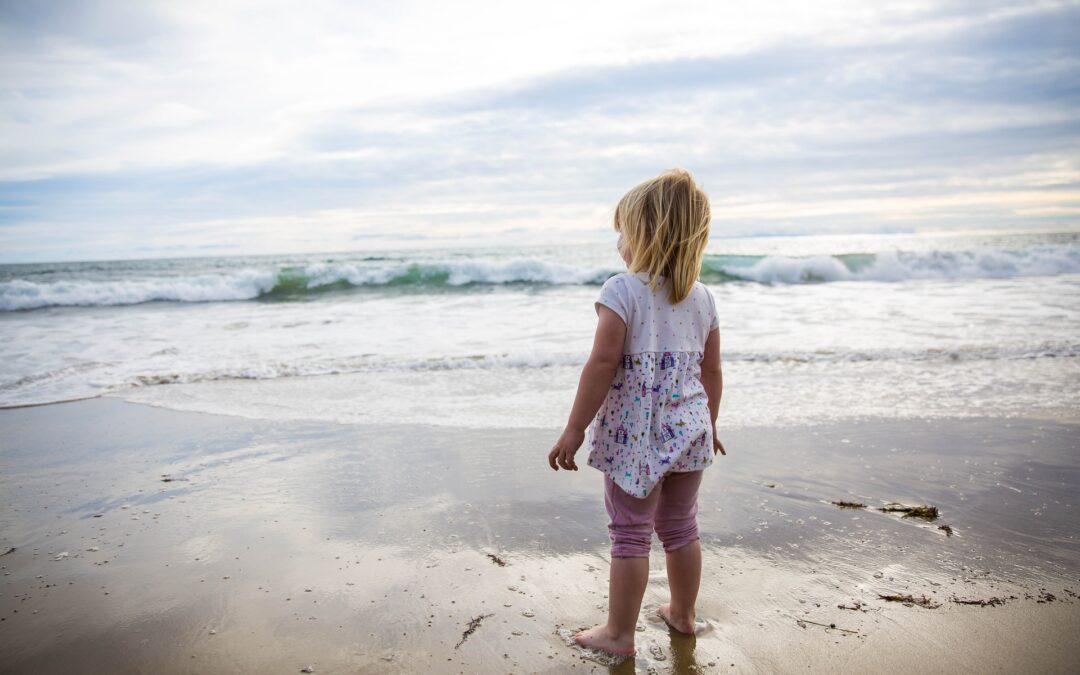 Bambine al mare con il bikini: si o no?